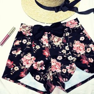 Charlotte Russe floral scalloped shorts
